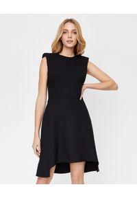 Czarna sukienka mini Alexander McQueen na co dzień, rozkloszowana, casualowa