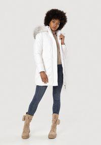 Biała kurtka zimowa Born2be
