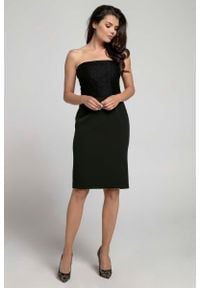 Czarna sukienka koktajlowa Nommo w koronkowe wzory, wizytowa, z odkrytymi ramionami
