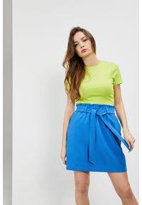 MOODO - Koszulka ribbowa. Materiał: bawełna, elastan. Długość rękawa: krótki rękaw. Długość: krótkie. Wzór: gładki