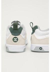 Białe sneakersy DC z okrągłym noskiem, na sznurówki