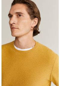 Żółty sweter Mango Man długi, z okrągłym kołnierzem, z długim rękawem
