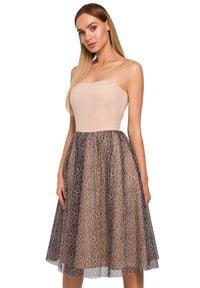 MOE - Gorsetowa sukienka z rozkloszowanym połyskującym dołem. Typ kołnierza: dekolt gorset. Materiał: elastan, materiał. Długość rękawa: bez ramiączek. Typ sukienki: gorsetowe
