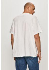 Levi's® - Levi's - T-shirt. Okazja: na spotkanie biznesowe. Kolor: biały. Materiał: dzianina. Wzór: nadruk. Styl: biznesowy