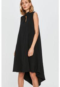 Czarna sukienka Answear Lab wakacyjna, bez rękawów, midi, na co dzień