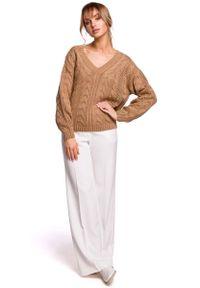 Beżowy sweter oversize MOE z dekoltem w serek