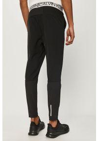 Czarne spodnie dresowe Calvin Klein Performance z nadrukiem