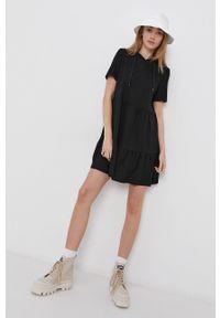 Jacqueline de Yong - Sukienka. Kolor: czarny. Materiał: dzianina. Wzór: gładki. Typ sukienki: rozkloszowane