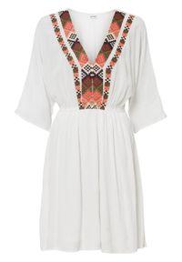 Sukienka z haftem bonprix biel wełny. Kolor: biały. Materiał: wełna. Wzór: haft