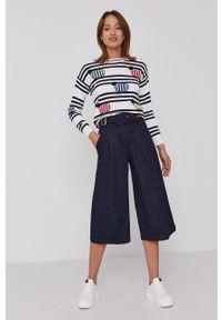 United Colors of Benetton - Sweter. Okazja: na co dzień. Kolor: biały. Długość rękawa: długi rękaw. Długość: krótkie. Styl: casual