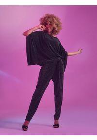 Czarna bluzka TOP SECRET na imprezę, elegancka, w kolorowe wzory, na wiosnę