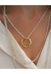 HERMINA ATHENS - Srebrny naszyjnik z pozłacaną zawieszką Full Moon. Materiał: pozłacane, srebrne. Kolor: srebrny. Wzór: aplikacja