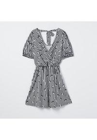 Mohito - Sukienka w paski Myszka Minnie - Czarny. Kolor: czarny. Wzór: motyw z bajki, paski