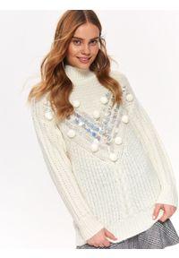 Biały sweter TOP SECRET na zimę, w kolorowe wzory, na co dzień