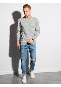 Ombre Clothing - Bluza męska bez kaptura bawełniana B1173 - jasnoszara - XXL. Typ kołnierza: bez kaptura. Kolor: szary. Materiał: bawełna. Wzór: aplikacja. Styl: klasyczny