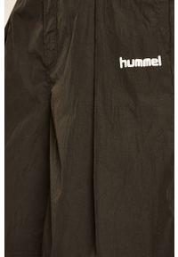 Czarne szorty Hummel sportowe, na co dzień, z nadrukiem