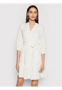 DKNY Sukienka codzienna DD1BD345 Biały Regular Fit. Okazja: na co dzień. Kolor: biały. Typ sukienki: proste. Styl: casual