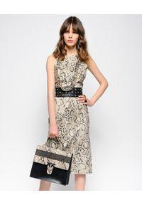 Pinko - PINKO - Sukienka w wężowy print. Kolor: beżowy. Wzór: nadruk. Typ sukienki: z odkrytymi ramionami, dopasowane. Długość: midi