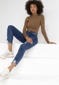 Born2be - Niebieskie Jeansy Mom Fit Eluriye. Kolor: niebieski