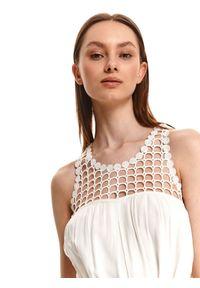 TOP SECRET - Sukienka z ażurową górą i wiązaniem w pasie. Kolor: biały. Materiał: materiał. Długość rękawa: na ramiączkach. Wzór: ażurowy. Sezon: lato