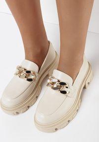 Born2be - Beżowe Mokasyny Diogale. Nosek buta: okrągły. Zapięcie: bez zapięcia. Kolor: beżowy. Wzór: gładki. Obcas: na obcasie. Wysokość obcasa: średni