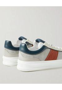TOD'S - Zamszowe sneakersy z kolorowymi detalami. Nosek buta: okrągły. Kolor: szary. Materiał: zamsz. Wzór: kolorowy