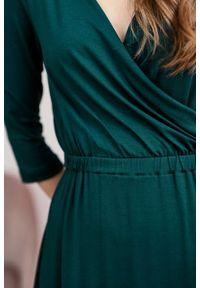Marie Zélie - Sukienka Rita butelkowa zieleń mikromodal. Typ kołnierza: dekolt kopertowy. Materiał: wiskoza, dzianina, elastan, włókno, skóra. Długość rękawa: krótki rękaw. Typ sukienki: proste, kopertowe #3