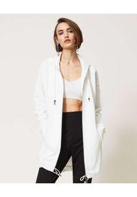 TwinSet - TWINSET - Biała bluza z nadrukiem na plecach. Kolor: biały. Materiał: dresówka, materiał. Długość rękawa: długi rękaw. Długość: długie. Wzór: nadruk