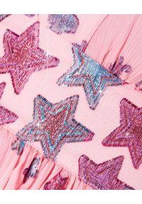 LOVE SHACK FANCY - Sukienka w gwiazdki Cyrena. Okazja: na imprezę. Kolor: różowy, fioletowy, wielokolorowy. Materiał: jedwab. Wzór: aplikacja. Styl: wakacyjny. Długość: maxi