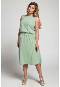 Nommo - Zielona Marszczona Midi Sukienka bez Rękawów PLUS SIZE. Kolekcja: plus size. Kolor: zielony. Materiał: wiskoza, poliester. Długość rękawa: bez rękawów. Typ sukienki: dla puszystych. Długość: midi
