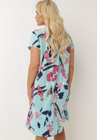 Born2be - Jasnoniebieska Sukienka Chruzelea. Kolor: niebieski. Materiał: dzianina. Wzór: nadruk, kwiaty, aplikacja, kolorowy. Styl: klasyczny. Długość: midi