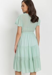 Born2be - Miętowa Sukienka Charnil. Typ kołnierza: kokarda. Kolor: miętowy. Materiał: materiał. Typ sukienki: kopertowe. Długość: midi