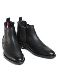 Czarne buty zimowe TOMMY HILFIGER eleganckie, z cholewką