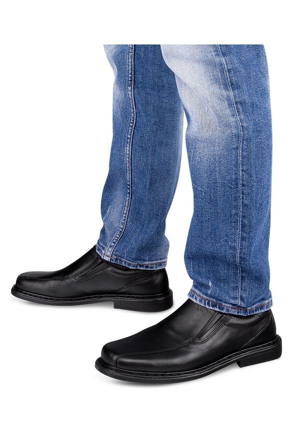 ESCOTT - Mokasyny męskie Escott 875 Czarne. Zapięcie: bez zapięcia. Kolor: czarny. Materiał: tworzywo sztuczne, skóra. Obcas: na obcasie. Styl: elegancki. Wysokość obcasa: średni