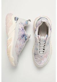 Białe buty sportowe Tamaris z okrągłym noskiem, na sznurówki