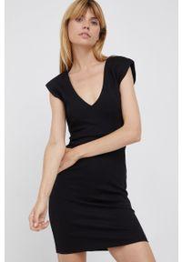 Pepe Jeans - Sukienka Kim. Kolor: czarny. Materiał: dzianina. Wzór: gładki. Typ sukienki: dopasowane