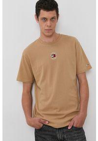 Tommy Jeans - T-shirt bawełniany. Okazja: na co dzień. Kolor: beżowy. Materiał: bawełna. Wzór: aplikacja. Styl: casual