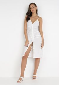 Born2be - Biała Sukienka Aigathise. Kolor: biały. Długość rękawa: na ramiączkach. Sezon: lato. Typ sukienki: asymetryczne, bodycon