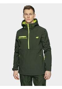 4f - Softshell snowboardowy męski. Typ kołnierza: kaptur. Kolor: oliwkowy, brązowy, wielokolorowy. Materiał: softshell. Sezon: zima. Sport: snowboard