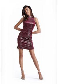IVON - Seksowna Bordowa Krótka Sukienka z Półgolfem. Kolor: czerwony. Materiał: poliester, elastan. Długość: mini