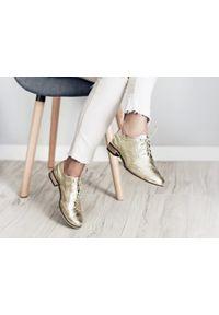 Złote półbuty Zapato w kolorowe wzory, biznesowe, na spotkanie biznesowe, z cholewką