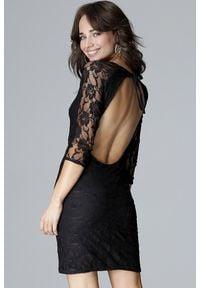 Lenitif - Koronkowa dopasowana sukienka z odkrytymi plecami czarna. Okazja: na randkę, na imprezę. Kolor: czarny. Materiał: koronka. Długość: mini