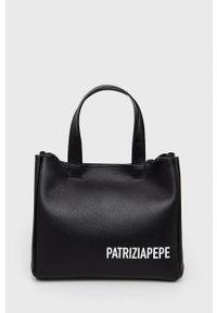 Patrizia Pepe - Torebka skórzana. Kolor: czarny. Materiał: skórzane. Rodzaj torebki: na ramię