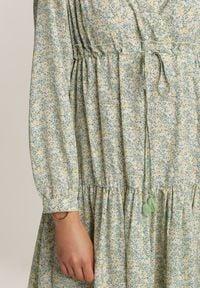 Renee - Miętowa Sukienka Metiothise. Kolor: zielony. Materiał: tkanina, wiskoza. Długość rękawa: długi rękaw. Wzór: kwiaty. Sezon: lato, wiosna. Typ sukienki: kopertowe. Długość: midi