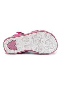 Różowe sandały Agatha Ruiz de la Prada na lato, z aplikacjami