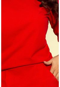 Numoco - Dresowa sportowa sukienka z kieszeniami i dekoltem. Materiał: dresówka. Typ sukienki: sportowe. Styl: sportowy