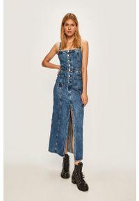 Niebieska sukienka Pepe Jeans prosta, z dekoltem karo, na co dzień