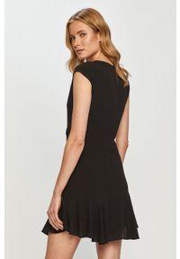 Czarna sukienka Pepe Jeans gładkie, prosta, mini