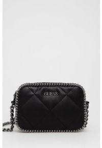 Guess - Torebka. Kolor: czarny. Materiał: pikowane. Rodzaj torebki: na ramię