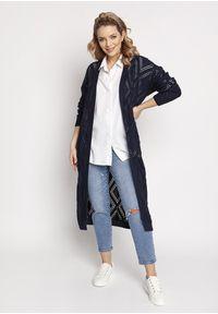 MKM - Długi Swetrowy Płaszczyk z Ażurem - Granatowy. Kolor: niebieski. Materiał: bawełna, akryl. Długość: długie. Wzór: ażurowy